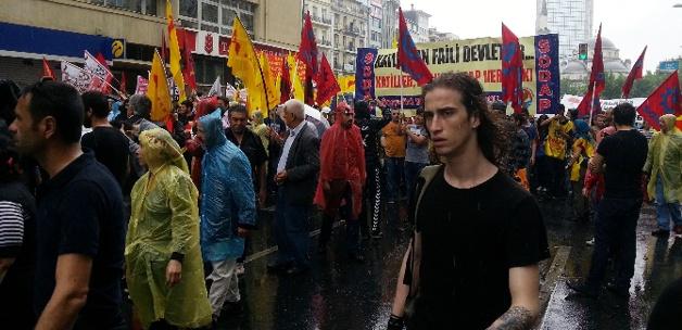 [Resim: alevi_derneklerinden_okmeydani_protestosu.jpg]